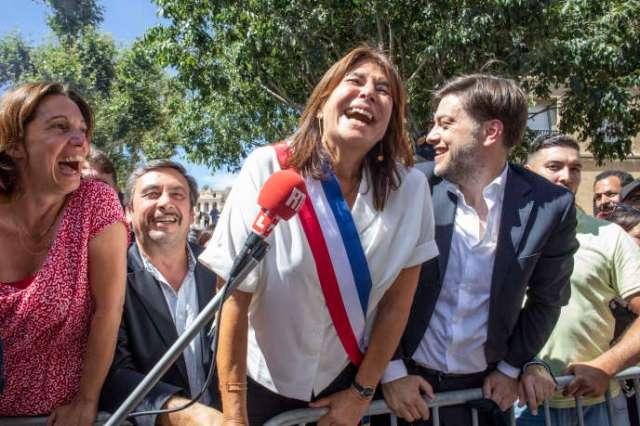 Michèle Rubirola, du Printemps marseillais, célèbre sa victoire à Marseille, le 4 juillet.