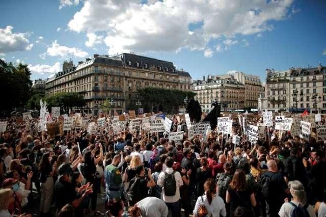 Manifestation à Paris, sur la place de l'Hôtel de ville, le 10 juillet.