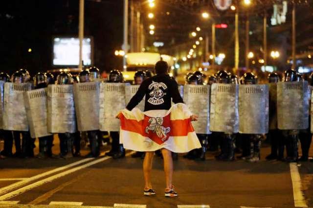 Manifestation à Minsk, après l'élection présidentielle, dimanche 9 août.