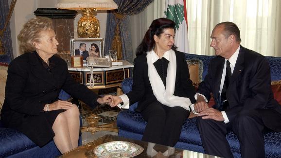 Bernadette et Jacques Chirac entourent Nazik Hariri,le 16 février 2005 à Beyrouth (Liban), après l\'assassinat de son époux, Rafic Hariri.