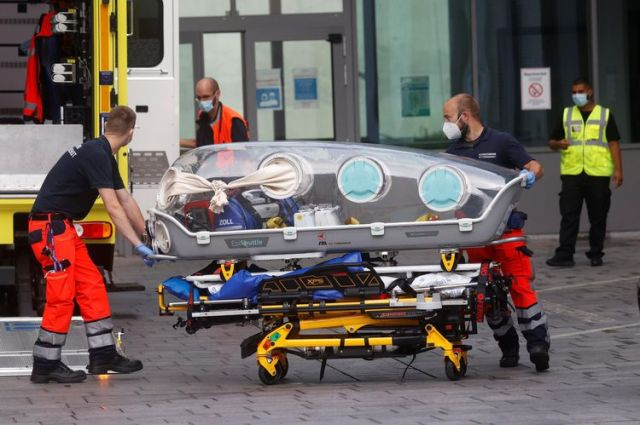 (FILES) In this file photo taken on August 22, 2020 German army emergency personnel load into their ambulance the stretcher that was used to transport Russian opposition figure Alexei Navalny on at Berlin's Charite hospital, where Navalny will be treated after his medical evacuation to Germany following a suspected poisoning. - Navalny was critically ill in a hospital in Siberia after a suspected poisoning, a small Berlin-based NGO has been leading the charge to bring him from hospital in the city of Omsk t