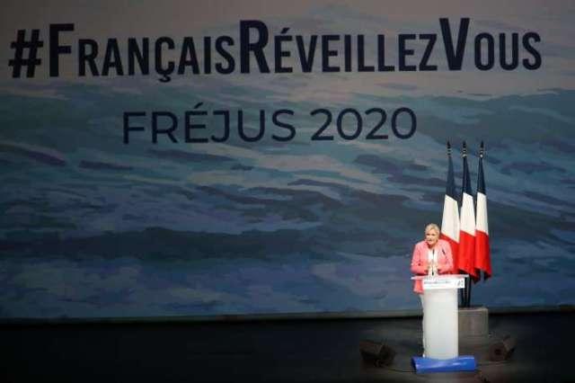 Marine Le Pen, la présidente du Rassemblement national, lors de son discours de rentrée, le 6 septembre à Fréjus (Var).