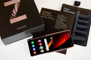 Unboxing the Samsung Galaxy Z Fold2