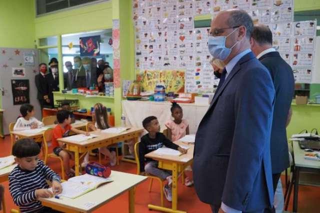 Le ministre de l'éducation nationale, Jean-Michel Blanquer, en visite dans une classe de l'écoleLouis-de-Frontenac, à Châteauroux, le 1er septembre 2020.