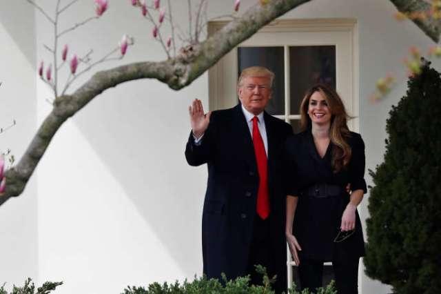 Le président des Etats-Unis, Donald Trump, et sa conseillère Hope Hicks, à la Maison Blanche, à Washington, en mars 2018.