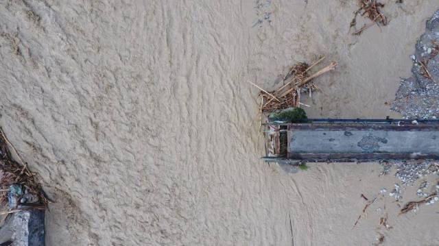 ©PHOTOPQR/NICE MATIN/Sebastien Botella ; Roquebilière ; 03/10/2020 ; Vue en drone de Roquebilière et de la Vésubie après les intempéries du 02 octobre 2020 ; 03/10/2020 ; Tempête ALEX. Vue en drone de Roquebilière et de la Vésubie après les intempéries du 02 octobre 2020. La rivière a provoqué des dégâts monumentaux tout au long de la vallée de la Vésubie. Roquebilière; 03/10/2020; Drone view of Roquebilière and Vésubie after the bad weather of October 02, 2020; 03/10/2020; Storm ALEX. Drone view of Roquebilière and Vésubie after the bad weather of October 02, 2020. The river caused monumental damage throughout the Vésubie valley. (MaxPPP TagID: maxmatinnews471213.jpg) [Photo via MaxPPP]