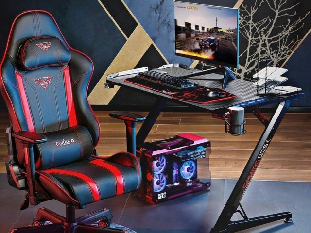 Eureka Gaming Desk Lifestyle