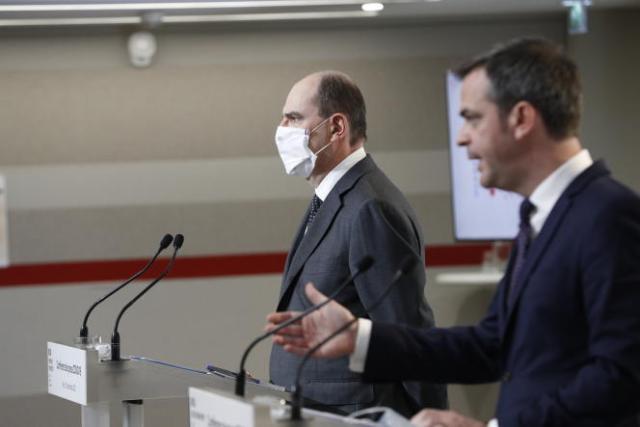 Jean Castex (à gauche) et Olivier Véran (à droite) lors de la conférence de presse à propos de la situation sanitaire, le 10 décembre à Paris.