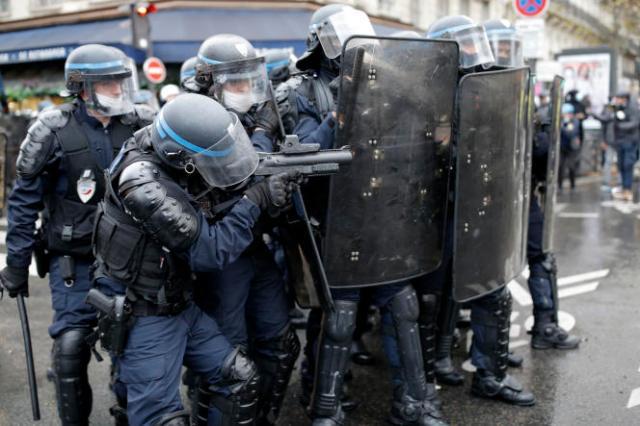 Des policiers d'une compagnie de sécurisation et d'intervention (CSI), lors de la manifestation du 12décembre,à Paris.
