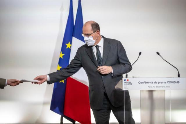 Le premier ministre, Jean Castex, lors d'une conférence de presse sur la sortie du confinement au ministère de la santé à Paris, le 10 décembre.