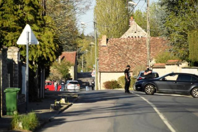 A Rambouillet, 60 kilomètres de Paris, dans le quartier paisible où vivait le terroriste (Photo by Bertrand GUAY / AFP)