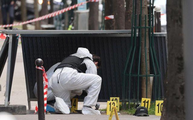 Paris (XVIe), lundi 12 avril 2021. Une demi-douzaine de douilles ont été retrouvées par les enquêteurs. LP/Arnaud Journois