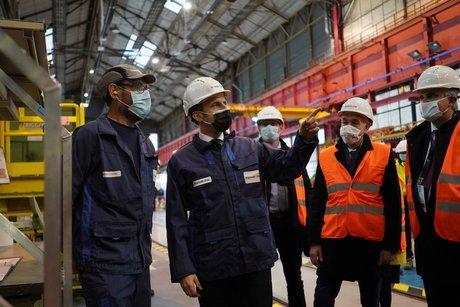 Le futur porte-avions francais sera dote de la propulsion nucleaire, annonce macron