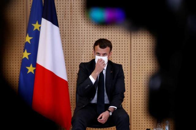 Le président Emmanuel Macron lors d'une visite à l'hôpital de Reims (Marne), le 14avril.