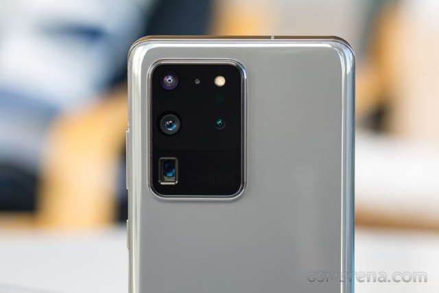 A lawusuit for the Samsung Galaxy S20 series' camera glass issues emerges