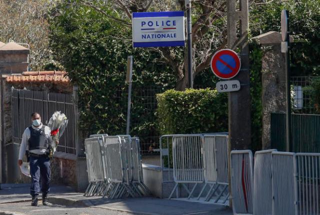 Stéphanie M., 49 ans, a été tuée le 23 avril dans le sas d'entrée de l'hôtel de police de Rambouillet, où elle travaillait depuis près de trente ans.