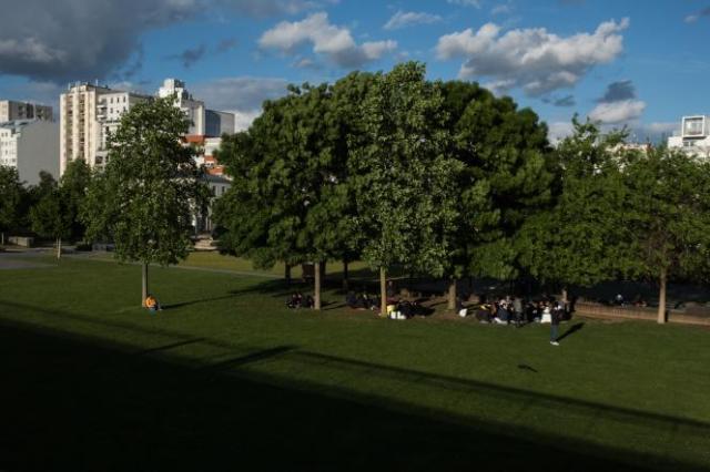 Les jardins d'Eole, dans le 18e arrondissement de Paris, ont été fermés temporairement au public afin de pouvoir accueillir les consommateurs de crack.