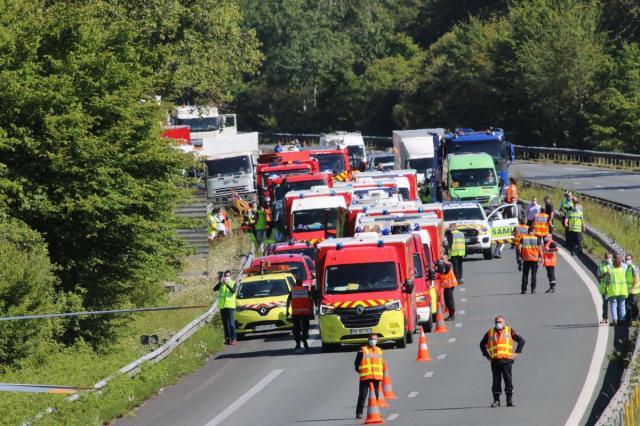 Une soixantaine de pompiers ont été déployés sur place pour venir en aide aux victimes.