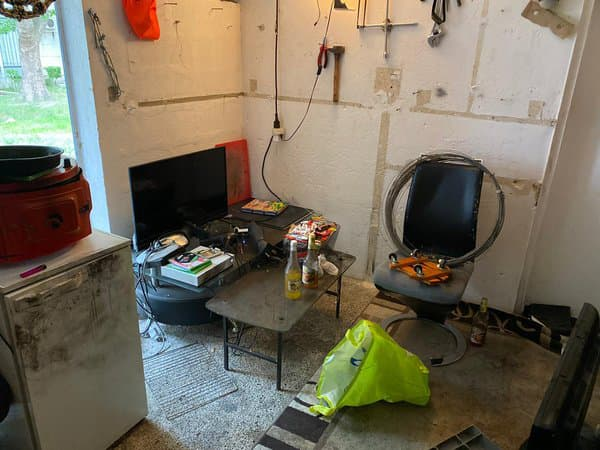 La cave dans laquelle les deux principaux suspects ont passé plusieurs jours avant leur interpellation dimanche soir.