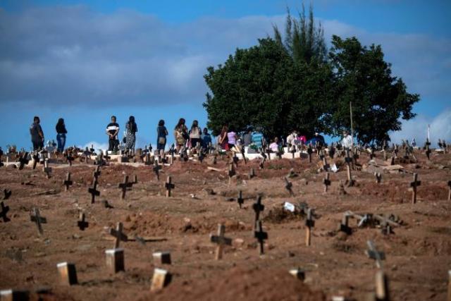 Au cimetière Sao Francisco Xavier à Rio de Janeiro au Brésil, le 30 avril 2021.