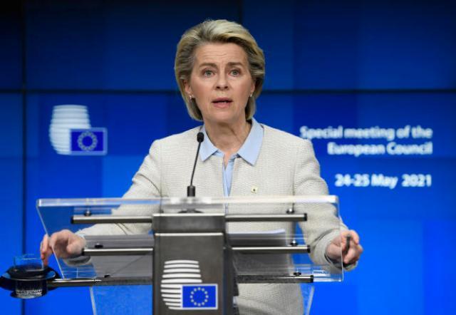 La présidente de la Commission européenne, Ursula von der Leyen, en conférence de presse au sommet de l'UE à Bruxelles, le 25 mai 2021.