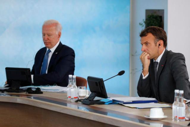Le président américain Joe Biden et Emmanuel Macron, le 13 juin 2021 à Carbis Bay, en Angleterre, durant le sommet du G7.
