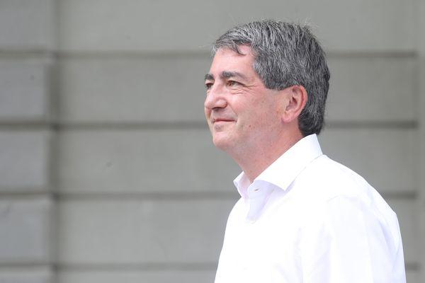 Agé de 54 ans, Jean Rottner, médecin urgentiste de métier, a mis le pied en politique en 2002, comme suppléant la députée de la 5e circonscription du Haut-Rhin, Arlette Grosskost.