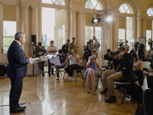 Allocution de Xavier Bertrand devant la presse au théâtre Jean-Vilar, à Saint-Quentin, le 20 juin 2021.