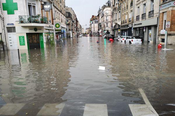 La rue Cérès sous les eaux à Reims, le 21 juin 2021.