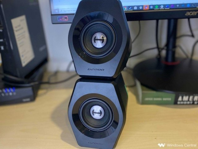 G2000 Speakers Stack On Top