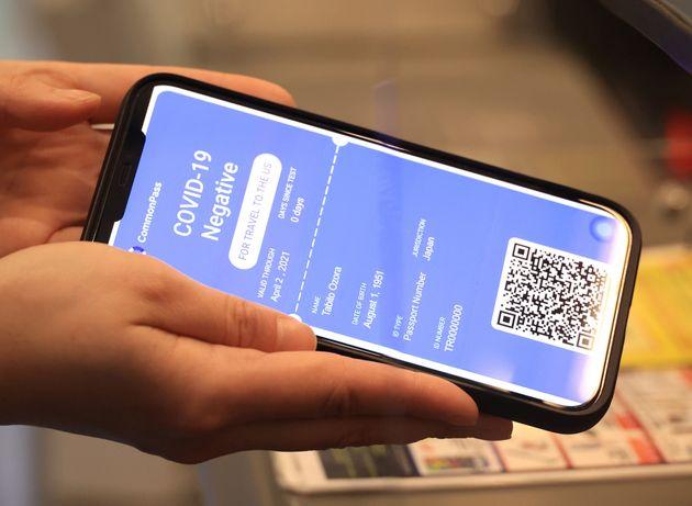 Passeport sanitaire numérique sur smartphone contre la COVID-19