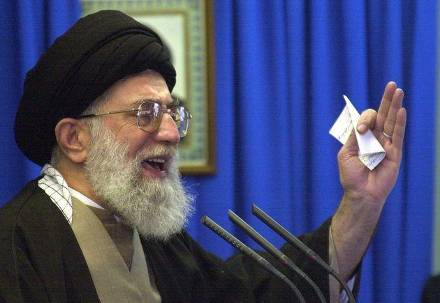 Des pirates trollent le Guide suprême iranien en faisant tomber le réseau ferré national