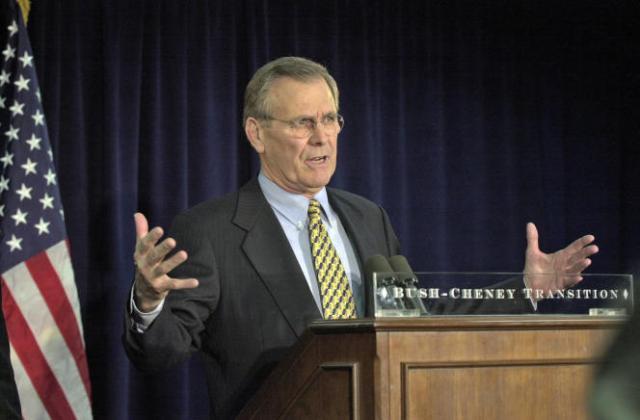 L'ancien secrétaire américain à la défense Donald Rumsfeld sous George W. Bush à Washington, DC, le 28 décembre 2000.