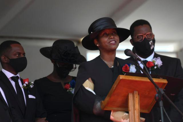 Martine Moise, épouse de l'ancien président, rend hommage à son époux durant les funérailles nationales, le 23 juillet 2021 à Cap-Haïtien.