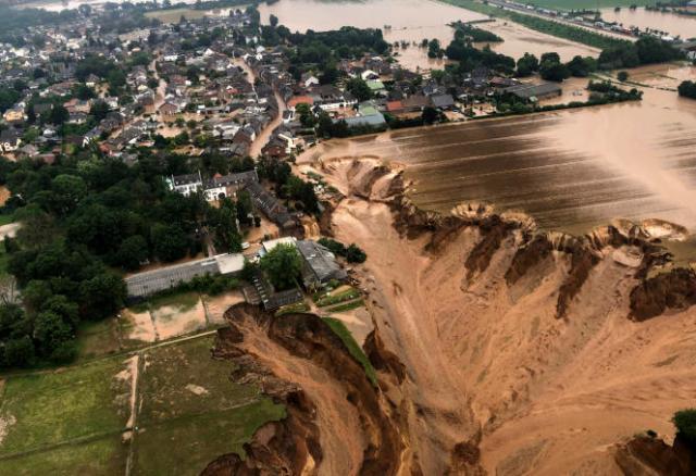 Glissement de terrain à Erfstadt, près de Cologne, en Allemagne.