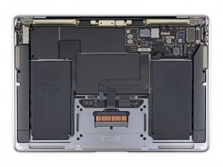 MacBook Air: M1 (right)