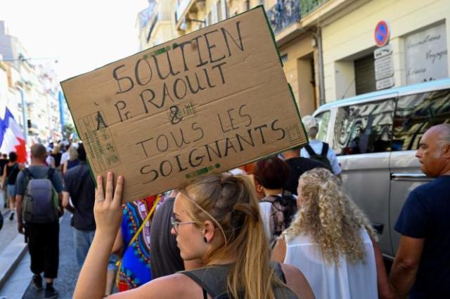Une manifestante à Marseille, samedi 21 août 2021.