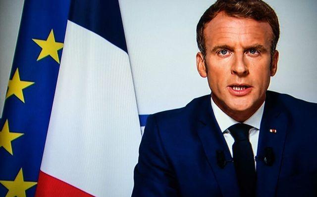 Emmanuel Macron est critiqué après avoir affirmé, dans son allocution sur la crise en Afghanistan, devoir «nous protéger contre des flux migratoires irréguliers importants». AFP/Christophe ARCHAMBAULT