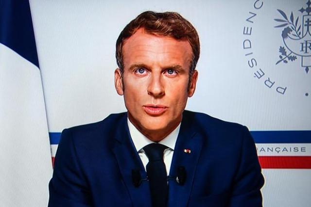 Emmanuel Macron lors de son allocution télévisée du 16 août 2021, donnée depuis Bormes-les-Mimosas.