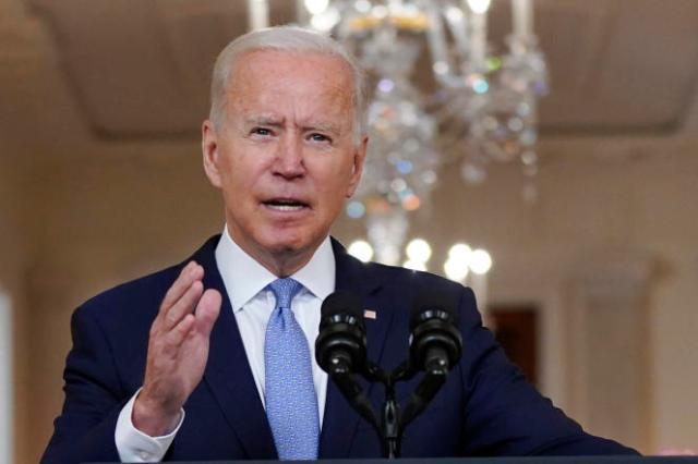 « Nous n'avions plus qu'un choix simple. Soit suivre l'engagement pris par la précédente administration, et quitter l'Afghanistan, soit dire que nous ne partions pas et renvoyer des dizaines de milliers de soldats à la guerre », a déclaré Joe Biden, mardi 31 août, dans un discours prononcé à la Maison Blanche.