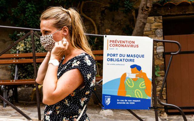 A Bormes-les-Mimosas, la commune varoise qui abrite le fort de Brégançon, lieu de villégiature du président, le port du masque est déjà redevenu obligatoire à l'extérieur dans certaines rues cet été. LP/Olivier Corsan