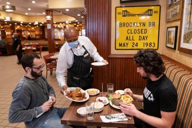 Dans un restaurant de New York, aux Etats-Unis, le 30 septembre 2020.