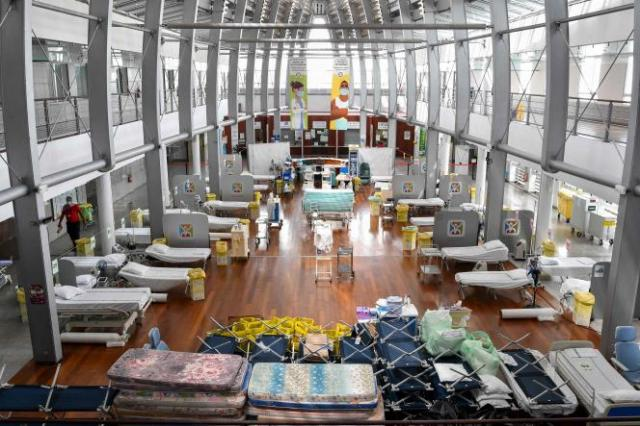 Des lits installés dans le hall de l'hôpital de Papeete, en Polynésie française, le 20 août 2021.