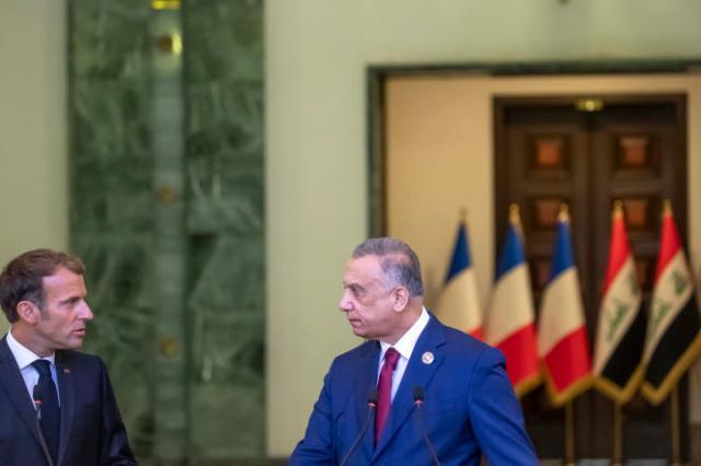 Emmanuel Macron, en compagnie du premier ministre irakien Moustafa al-Kazimi, à Bagdad, en Irak, le 28 août 2021.n