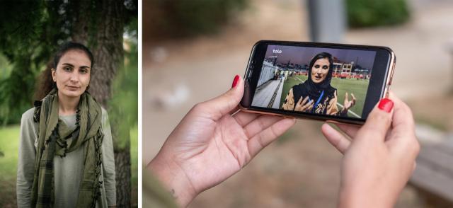 Nargis, 24 ans, journaliste sportive afghane, le 26 août en banlieue parisienne. Elle fait défiler sur sontéléphoneune ancienne interview qu'elle a réalisée.