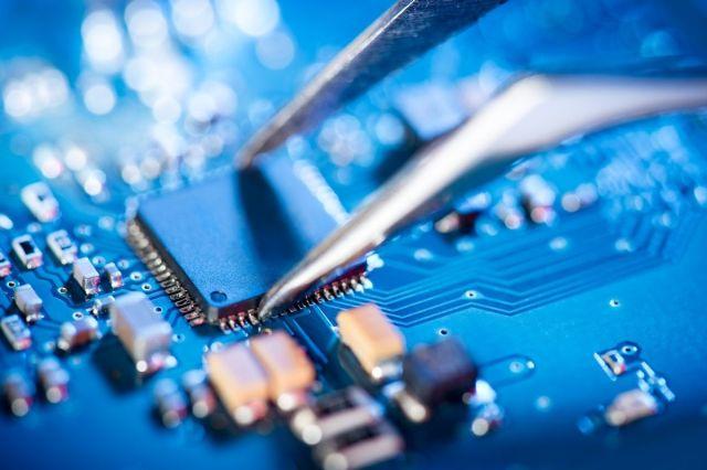 Intel signe un important accord de fabrication de puces avec le Pentagone