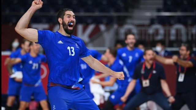 ILS L'ONT FAIT !!! L'équipe de France de handball est championne olympique ! Les Bleus ont tremblé mais sont venus à bout du Danemark dans un match à suspense (25-23). FA-BU-LEUX bravo les garçons !