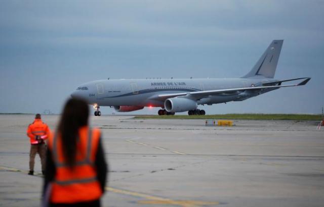 Les premiers Afghans mis en sécurité par la France sont arrivés, mercredi, à l'aéroport parisien de Roissy - Charles-de-Gaulle.