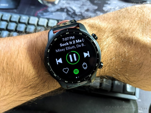 Spotify on the Mobvoi TicWatch Pro 3