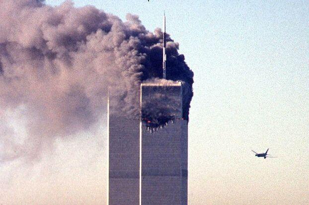 Une quinzaine de minutes après le premier impact, un avion a touché la tour sud du World Trade Center.